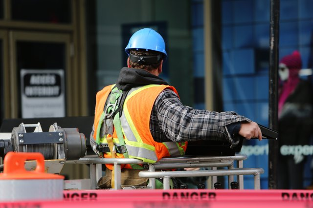 construction-worker-danger-safety-8159.jpg