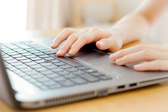 laptop_touchpad_womens_hands-100732203-large.jpg