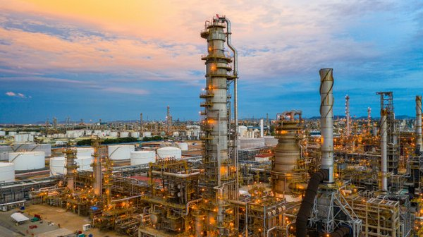 oil-refinery-twilight-aerial-view-petrochemical-plant-oil-refinery-plant-background-night-petrochemical-oil-refinery-factory-plant-twilight_35024-589.jpeg