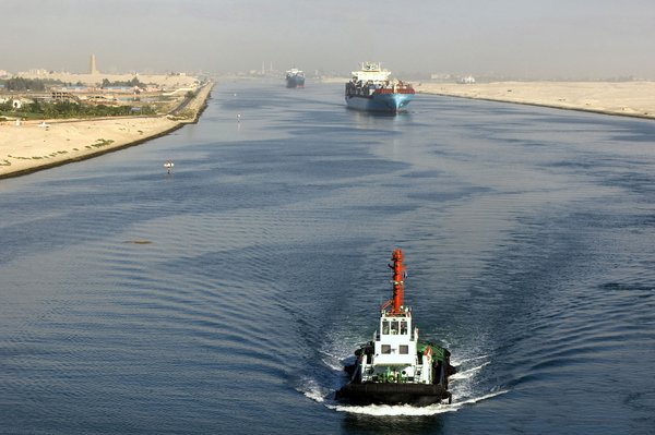 Ships-Suez-Canal-Egypt.jpeg