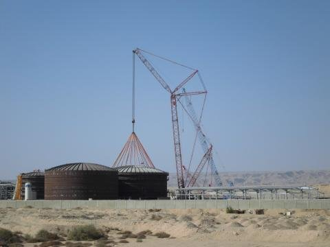Lifting a 150 ton water tank roof for Carbon HoldingHAC.JPG