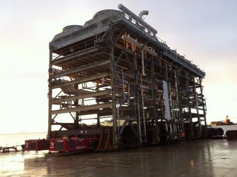 Mammoet moves Methanol plant 02.JPG