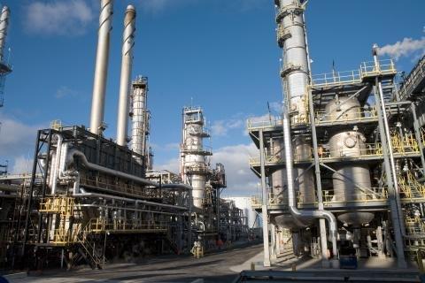 Suncor Montreal refinery.jpg