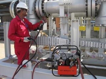 Hi Force three-speed hydraulic torque wrench pump.JPG