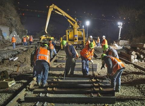 Nighttime_repair_work_after_Spuyten_Duyvil_derailment.jpg