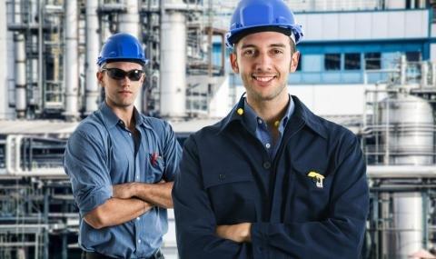 Refinery workers.jpg