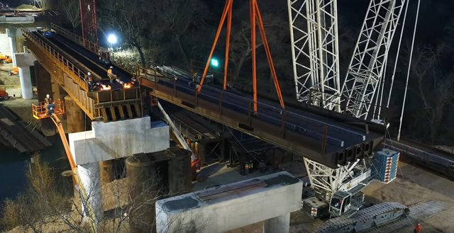 TNT Crane & Rigging Lifting Rail Bridge Weighing Over 1 Million Pounds